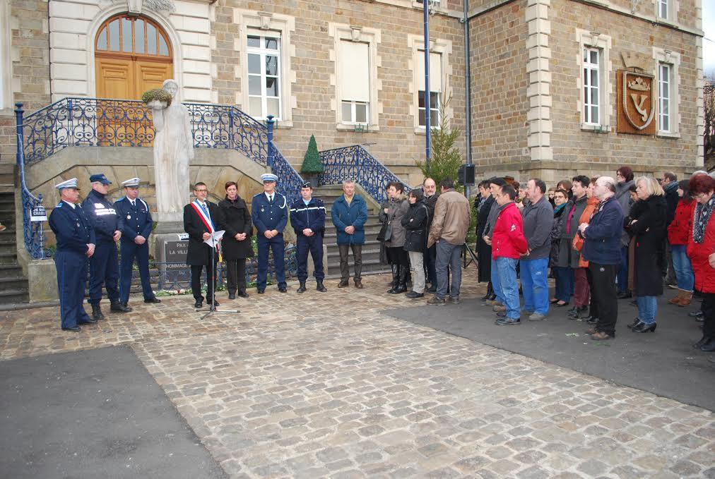 Commune d issoire 63 hommage spontan clarissa jean philippe syndicat cftc police - Grilles indiciaires fpt 2015 ...